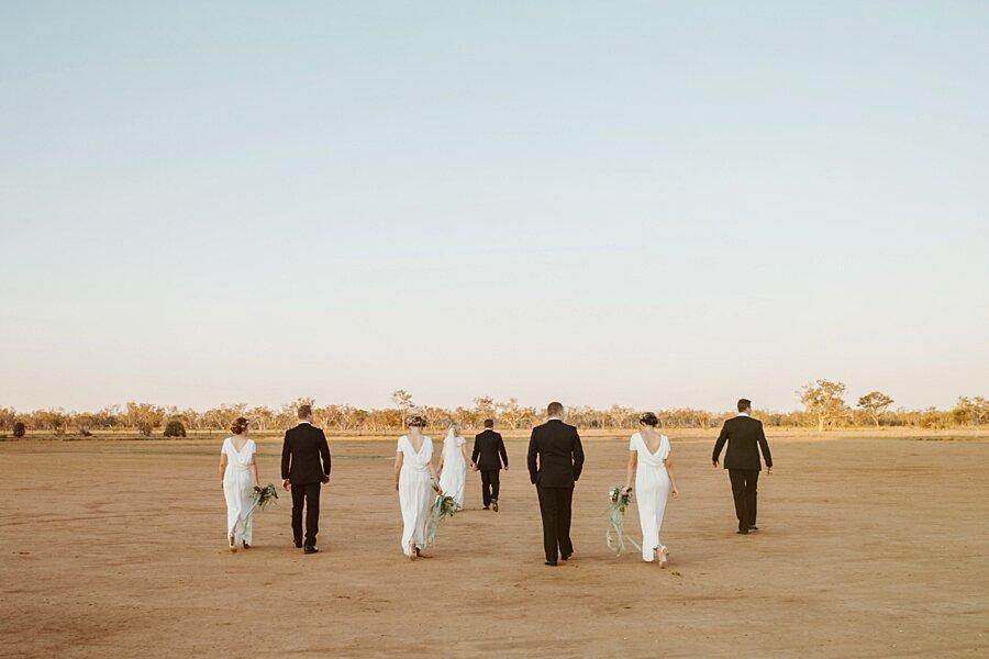 foto-matrimonio-virale-australia-terreni-aridi-beneficenza-edwina-robertson-07