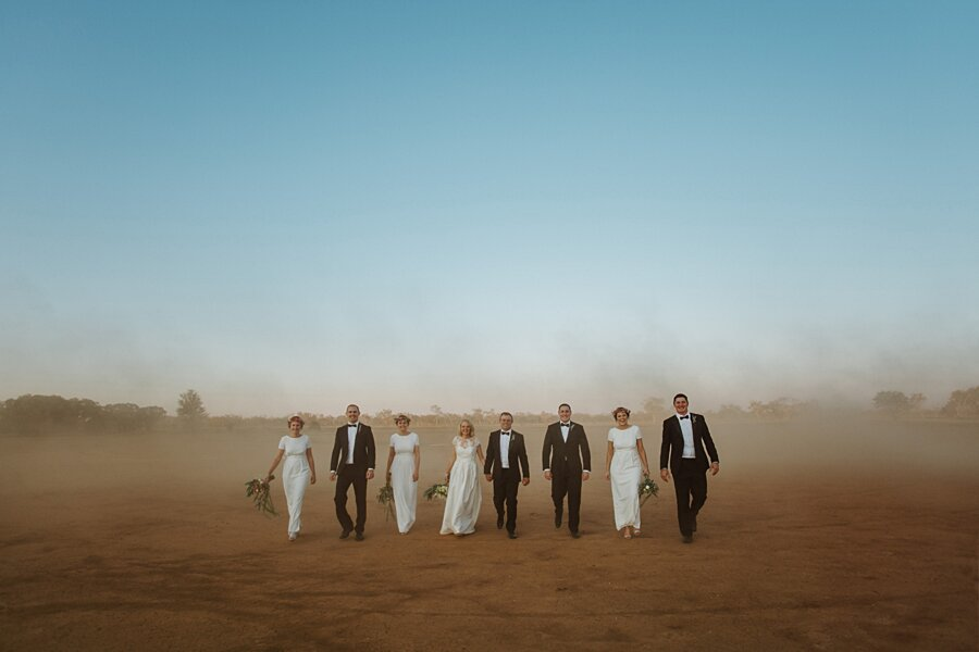 foto-matrimonio-virale-australia-terreni-aridi-beneficenza-edwina-robertson-08