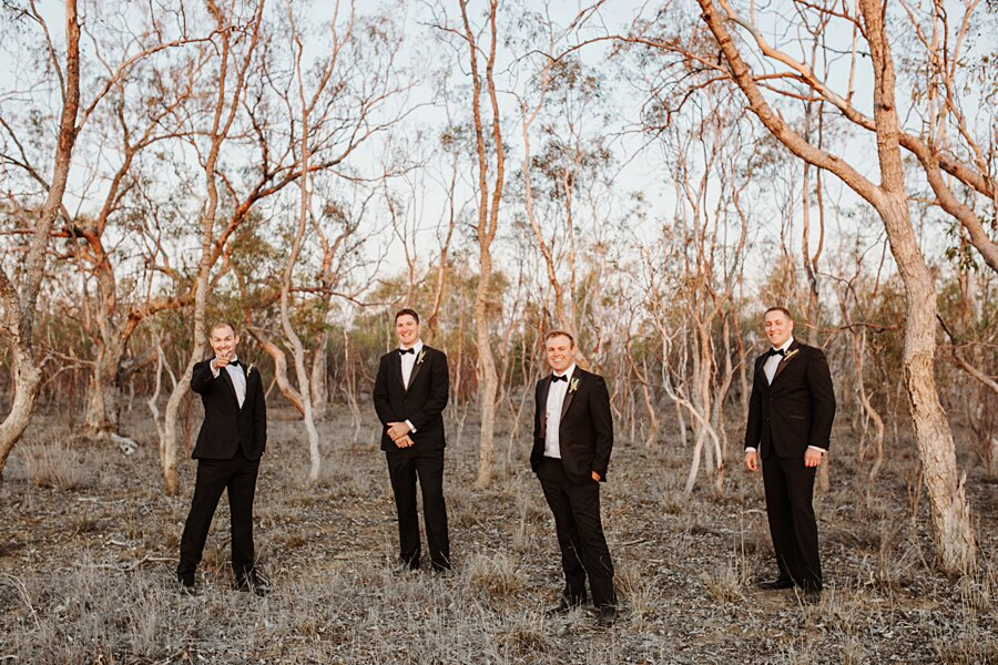 foto-matrimonio-virale-australia-terreni-aridi-beneficenza-edwina-robertson-10