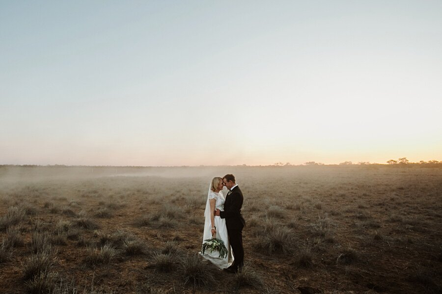foto-matrimonio-virale-australia-terreni-aridi-beneficenza-edwina-robertson-12