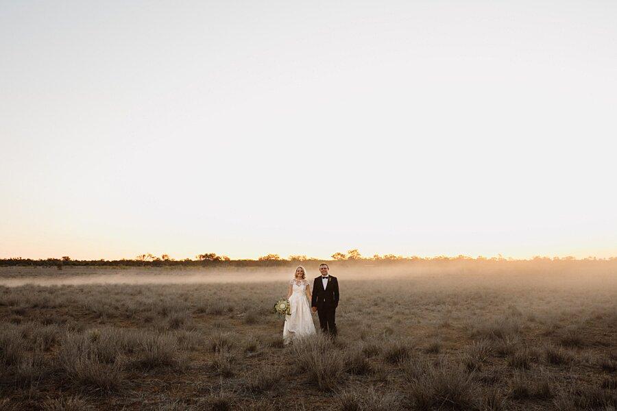 foto-matrimonio-virale-australia-terreni-aridi-beneficenza-edwina-robertson-13