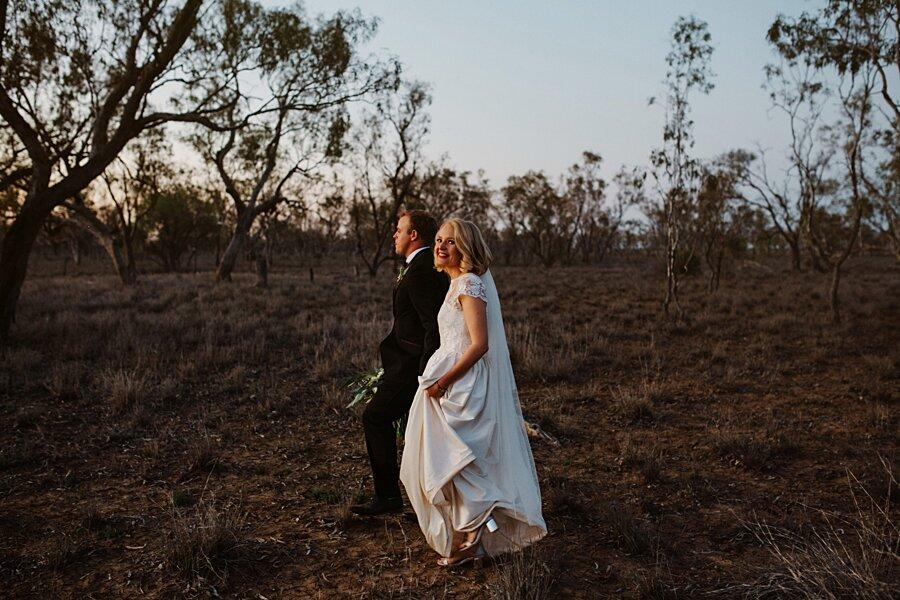foto-matrimonio-virale-australia-terreni-aridi-beneficenza-edwina-robertson-14