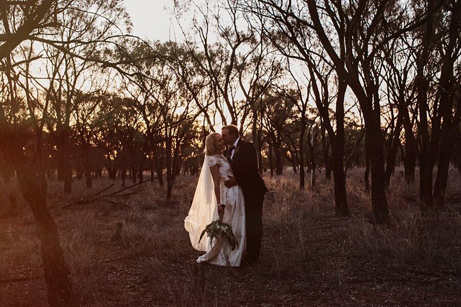 foto-matrimonio-virale-australia-terreni-aridi-beneficenza-edwina-robertson-15