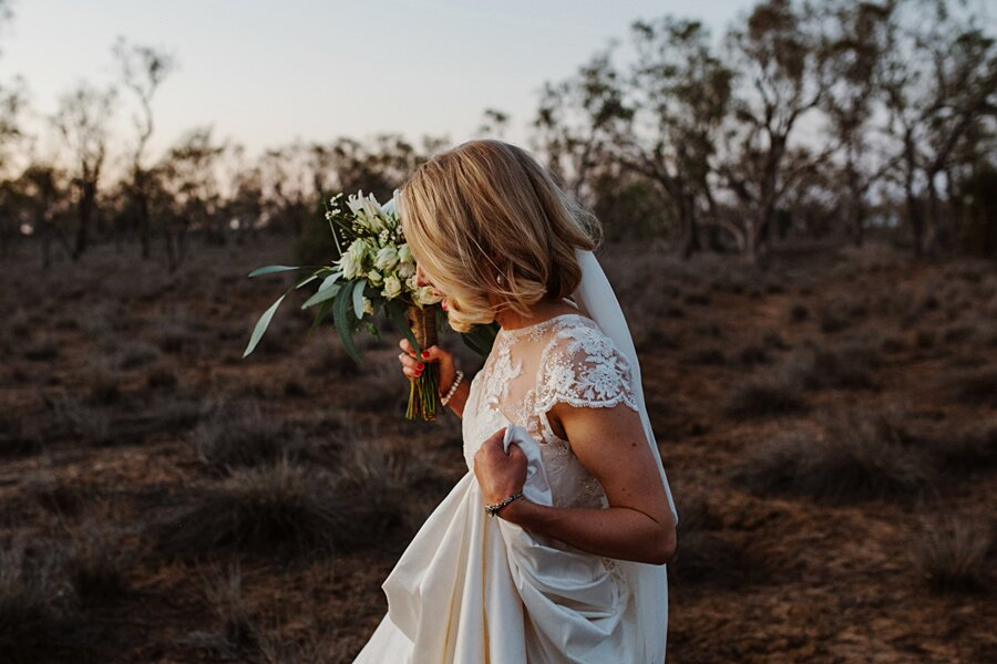foto-matrimonio-virale-australia-terreni-aridi-beneficenza-edwina-robertson-16