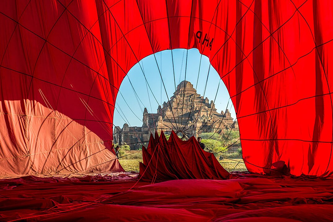 fotografia-di-viaggio-intrepid-travel-birmania_bagan_templethroughhotairballoon