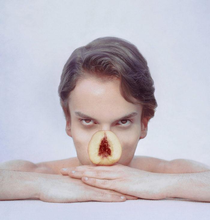 fotografia-surreale-autoritratti-frutta-verdura-marwane-pallas-1