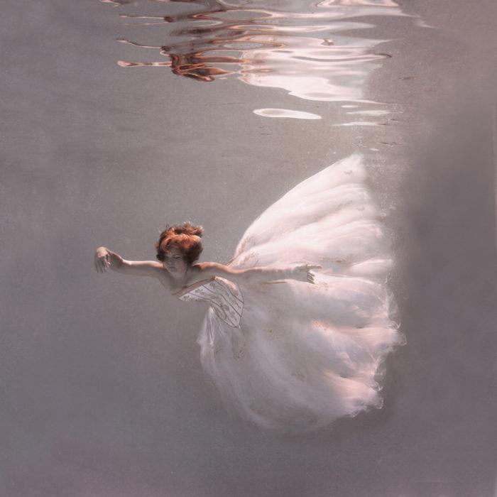 fotografia-surreale-donne-acqua-lola-mitchell-02