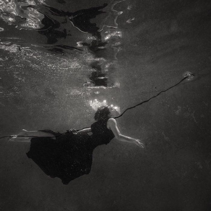 fotografia-surreale-donne-acqua-lola-mitchell-03