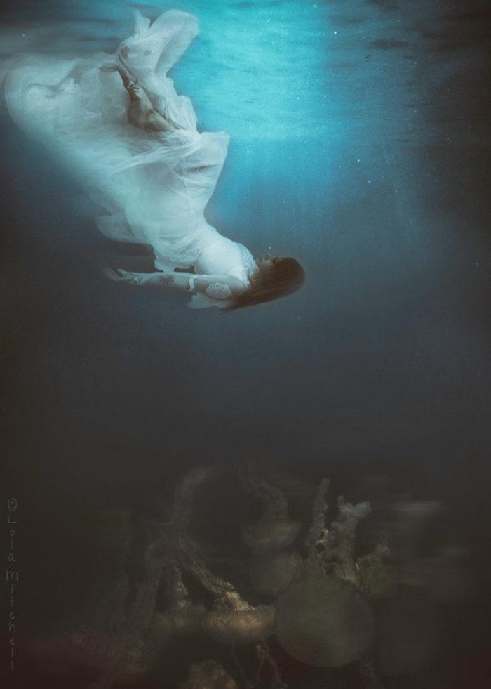 fotografia-surreale-donne-acqua-lola-mitchell-07