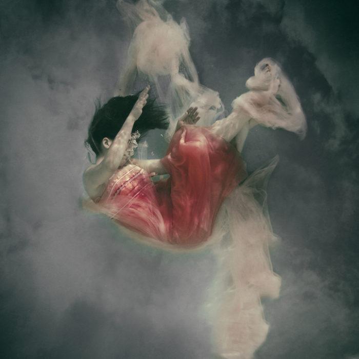 fotografia-surreale-donne-acqua-lola-mitchell-08
