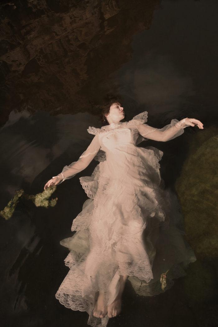 fotografia-surreale-donne-acqua-lola-mitchell-09