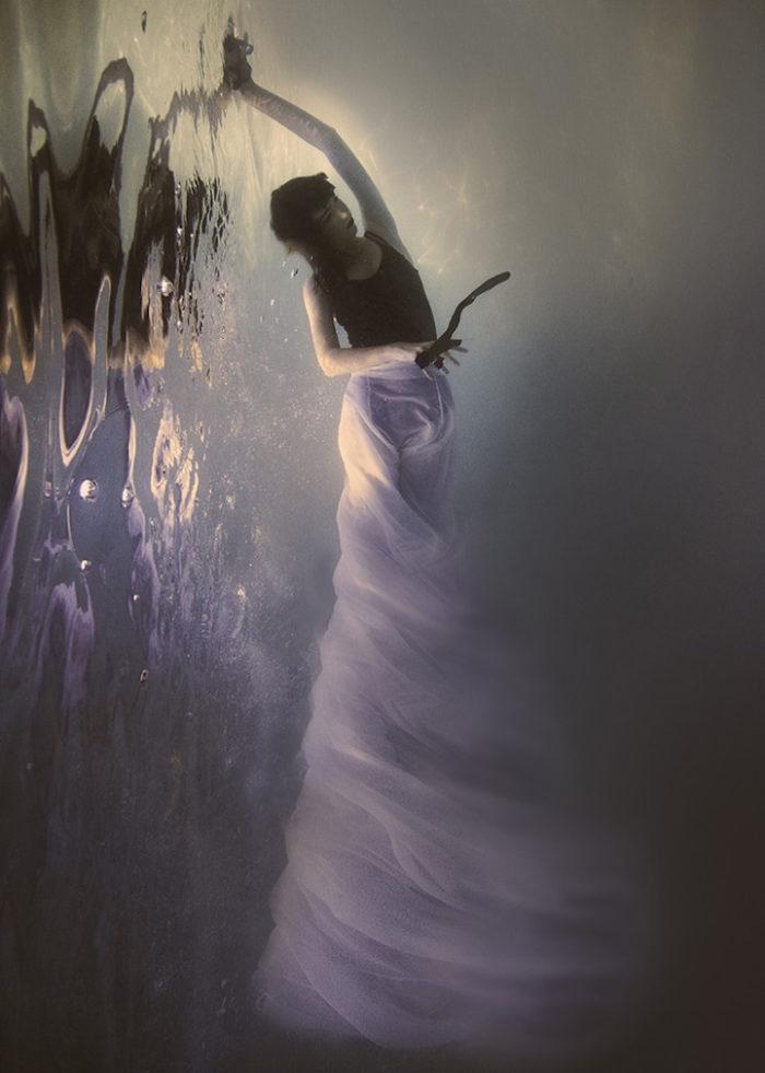 fotografia-surreale-donne-acqua-lola-mitchell-11