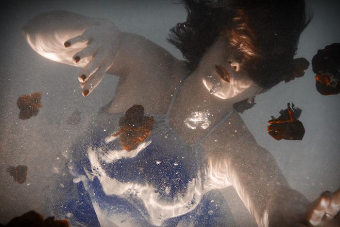 fotografia-surreale-donne-acqua-lola-mitchell-13