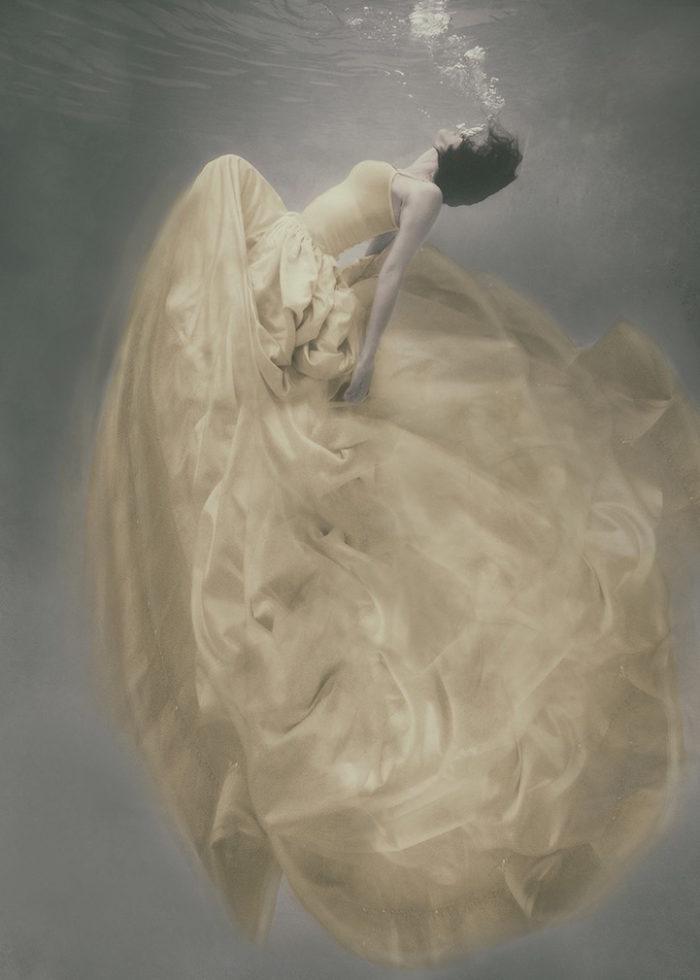 fotografia-surreale-donne-acqua-lola-mitchell-15