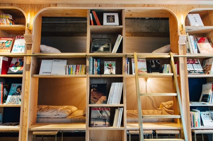 hotel-a-tema-libri-tokyo-ostello-book-and-bed-hostel-03