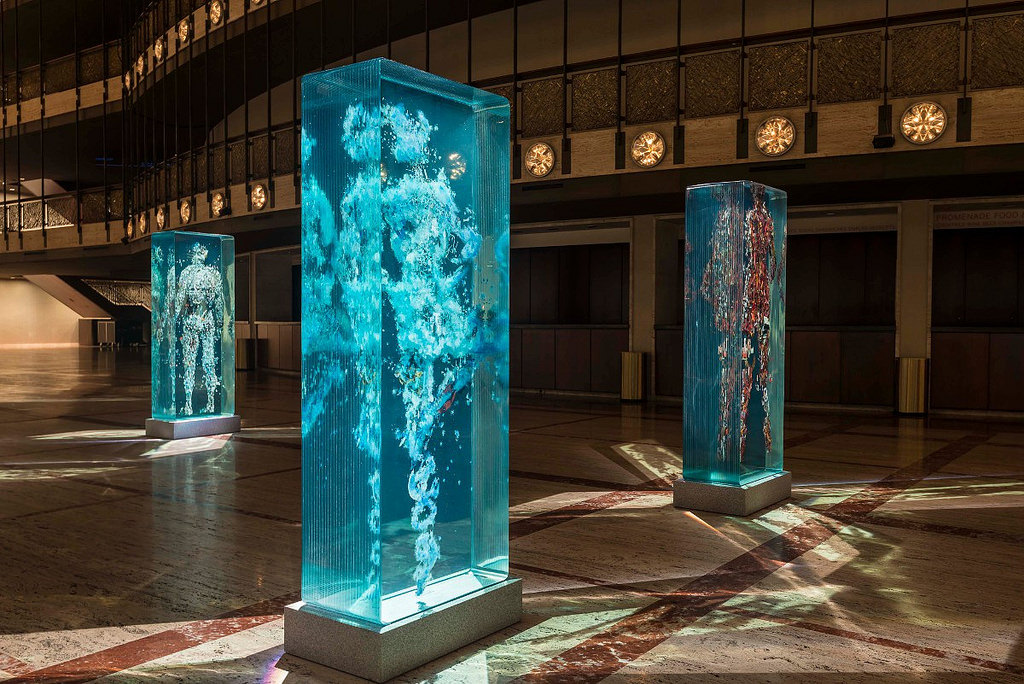 installazione-arte-sculture-figure-umane-vetro-psychogeographies-dustin-yellin-8