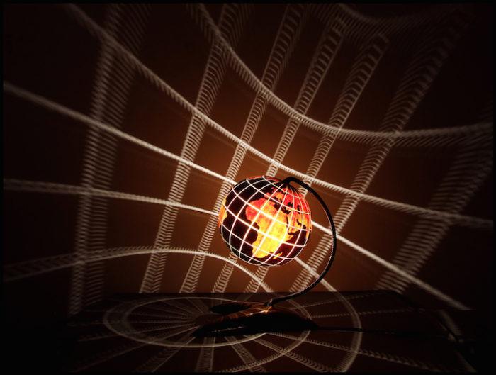 lampade-zucche-incise-a-mano-proiettano-disegni-luce-przemek-krawczynski-11