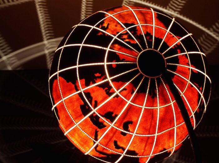 lampade-zucche-incise-a-mano-proiettano-disegni-luce-przemek-krawczynski-12