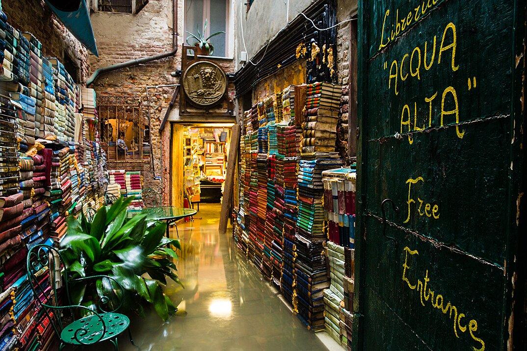 libreria-acqua-alta-venezia-1