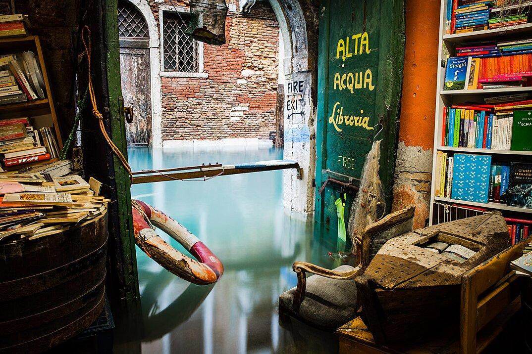 libreria-acqua-alta-venezia-10