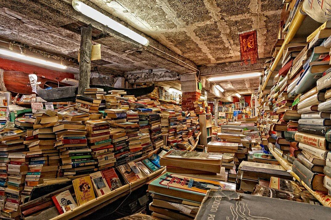 libreria-acqua-alta-venezia-2