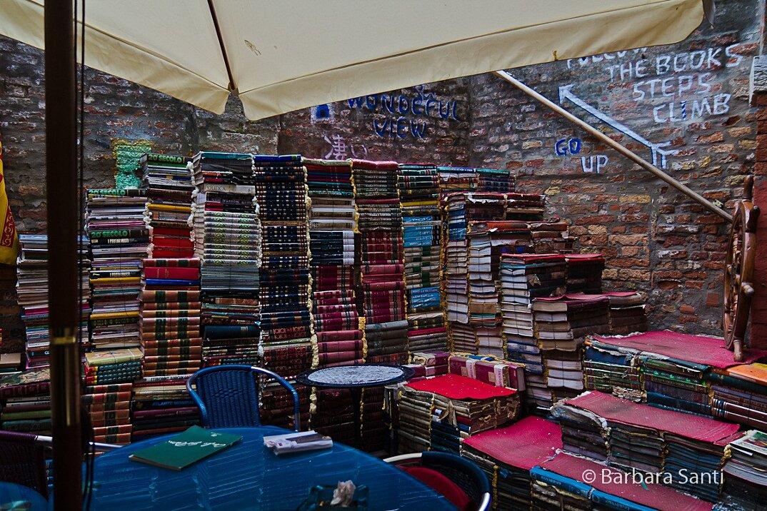 libreria-acqua-alta-venezia-4