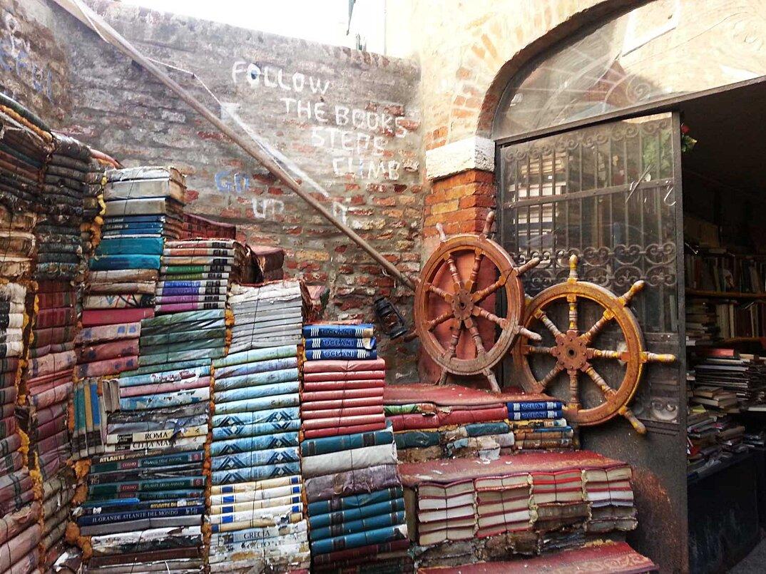 libreria-acqua-alta-venezia-5