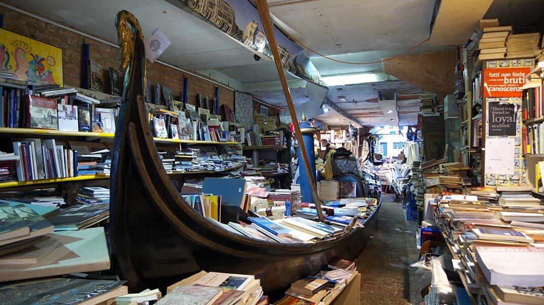 libreria-acqua-alta-venezia-6