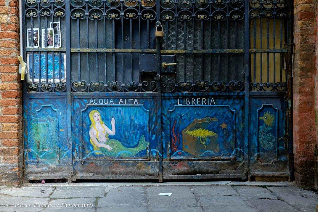 libreria-acqua-alta-venezia-7