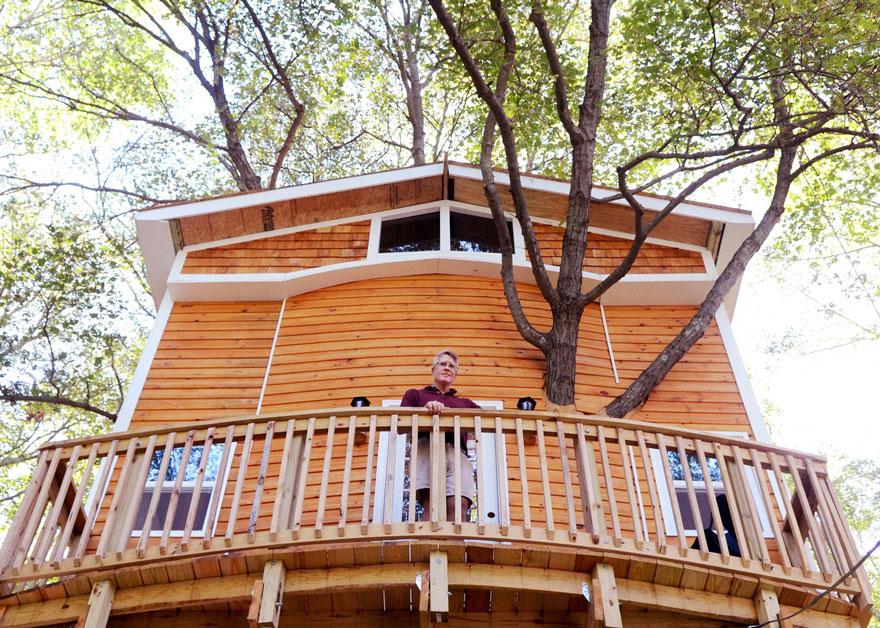 nonno-costruisce-casa-albero-3-piani-jay-hewitt-massachusetts-4