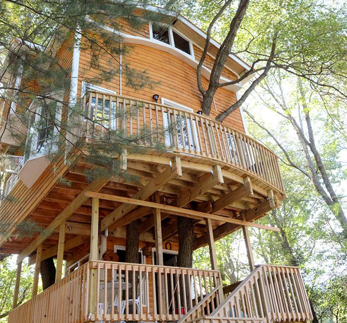 Un nonno costruisce per i suoi nipoti un 39 epica casa sull for Piani casa economica da costruire