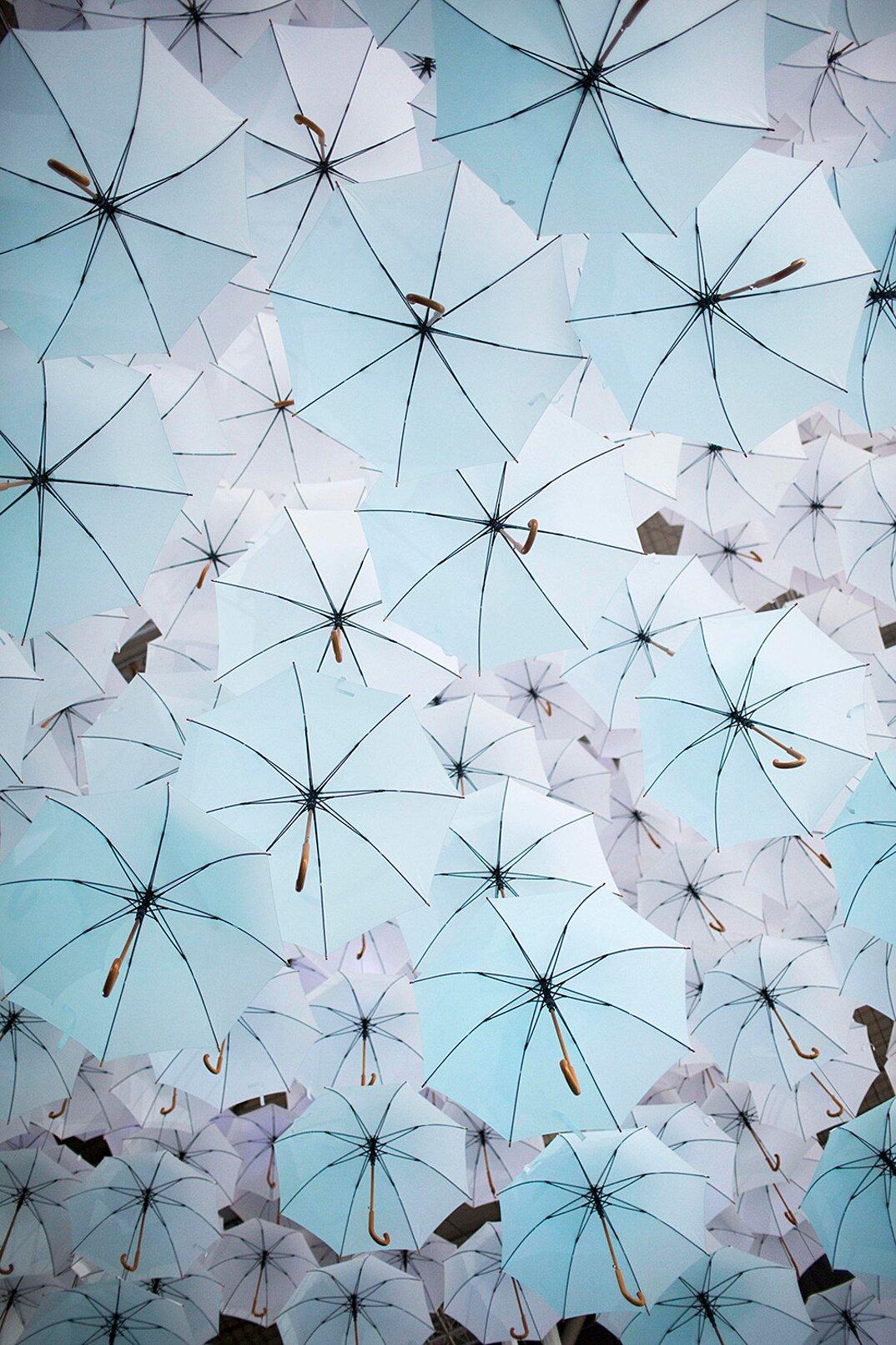 nuvola-ombrelli-bianchi-fiera-design-habitare-helsinki-habitare-3-keb