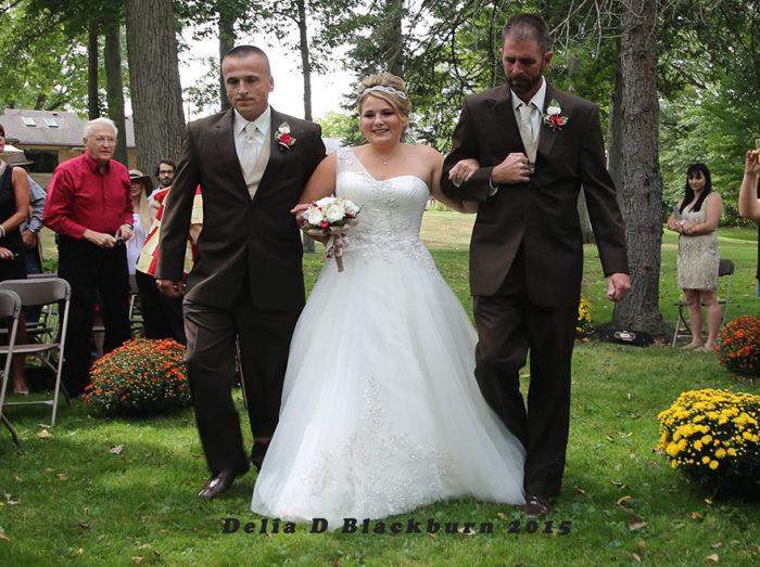 padre-patrigno-accompagnano-figlia-altare-matrimonio-brittany-peck-4