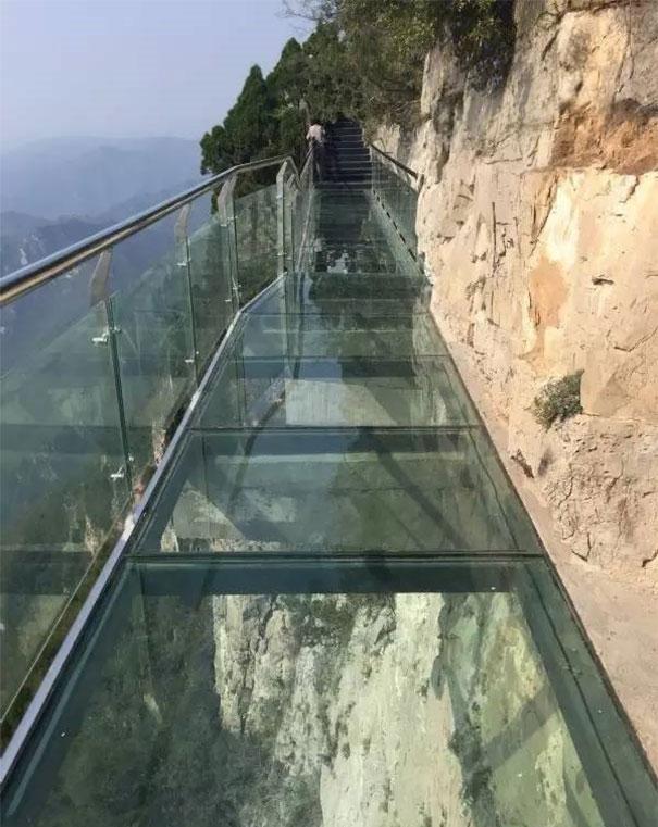 passerella-di-vetro-ponte-spaccato-monte-yuntai-henan-cina-2