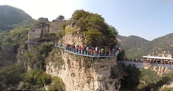 passerella-di-vetro-ponte-spaccato-monte-yuntai-henan-cina-4