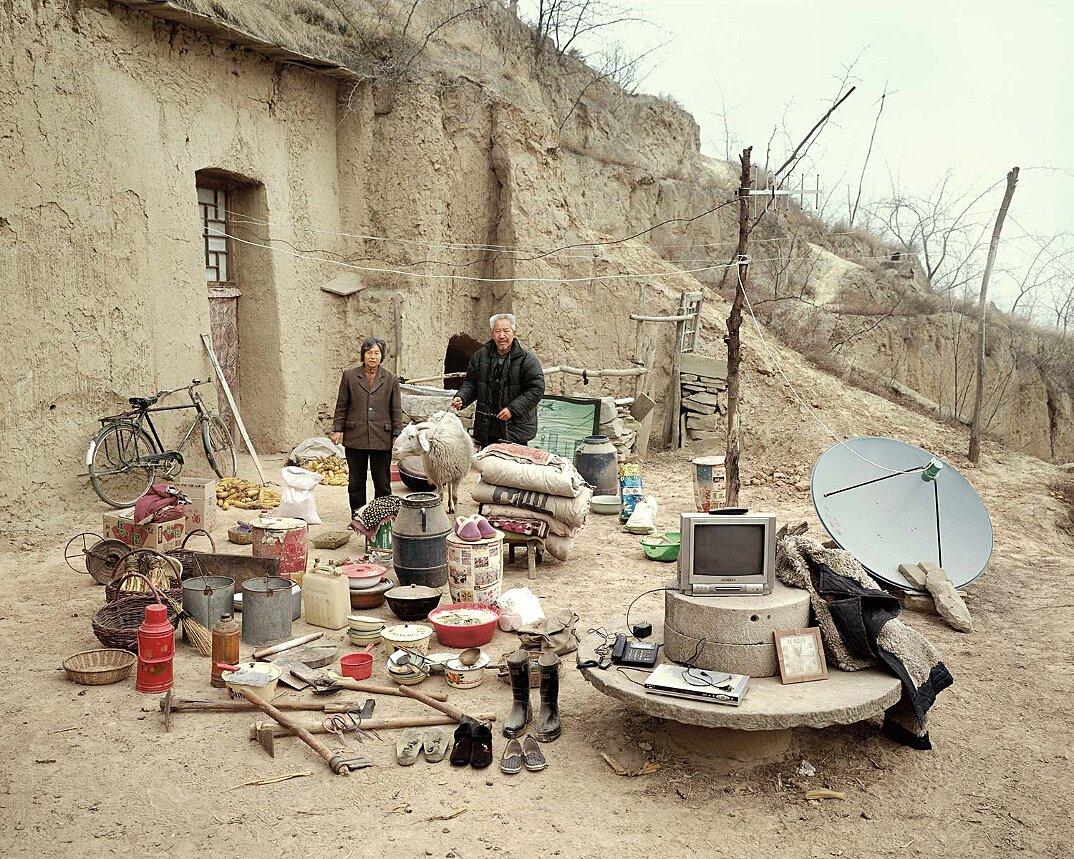 ritratti-famiglie-cina-beni-fuori-casa-fotografia-huang-qingjun-10-keb
