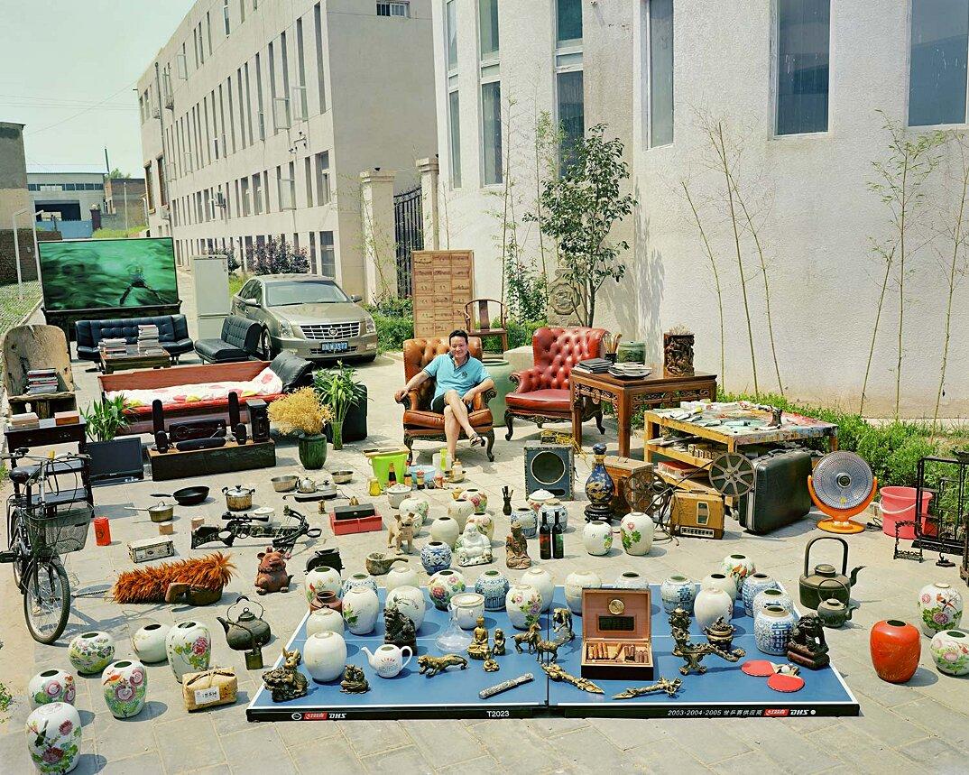 ritratti-famiglie-cina-beni-fuori-casa-fotografia-huang-qingjun-12-keb