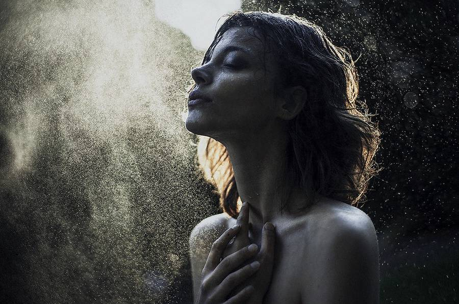 ritratti-fotografie-donne-eteree-ines-rehberger-01