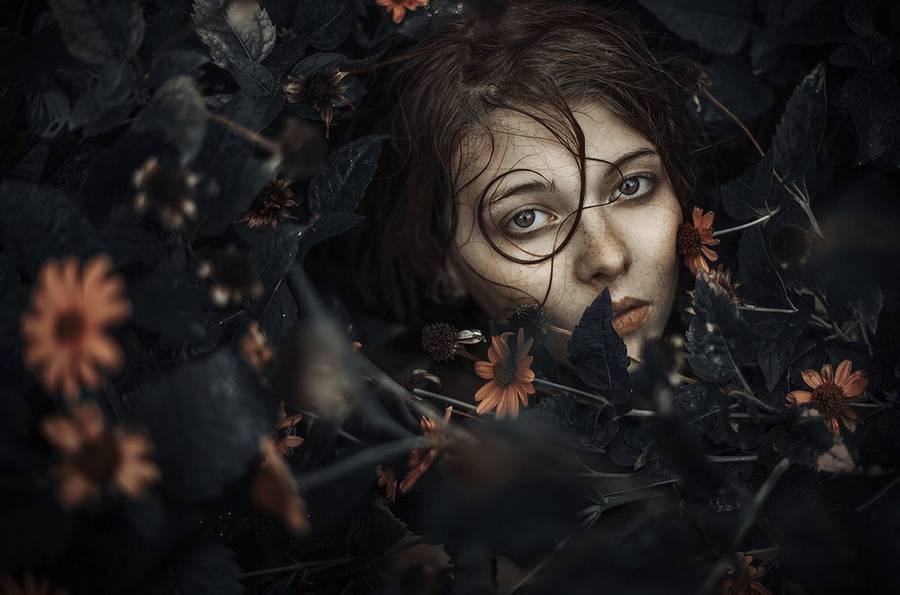 ritratti-fotografie-donne-eteree-ines-rehberger-02