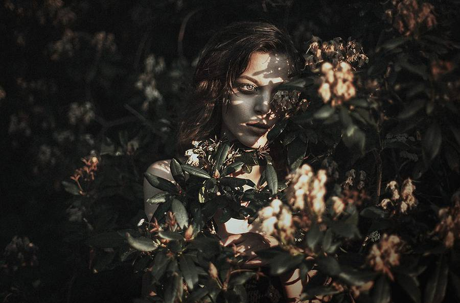 ritratti-fotografie-donne-eteree-ines-rehberger-04