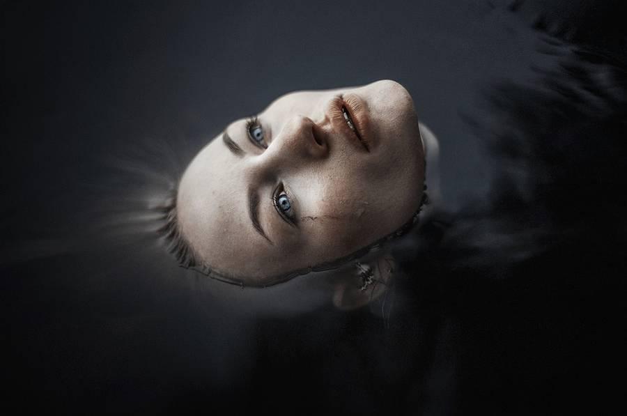 ritratti-fotografie-donne-eteree-ines-rehberger-06
