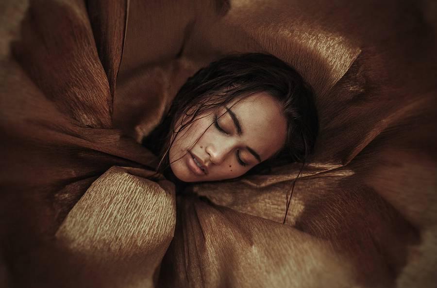 ritratti-fotografie-donne-eteree-ines-rehberger-15