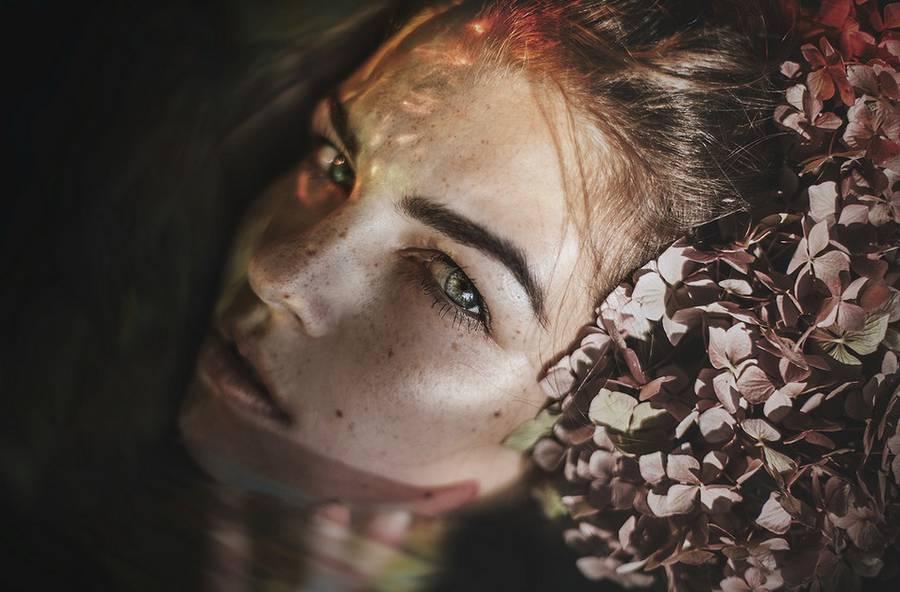 ritratti-fotografie-donne-eteree-ines-rehberger-16