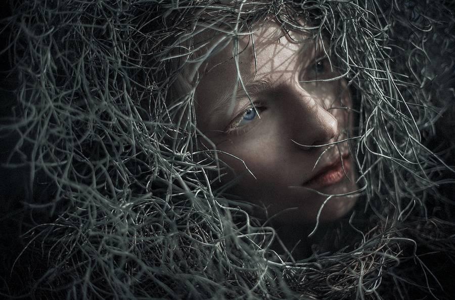 ritratti-fotografie-donne-eteree-ines-rehberger-19