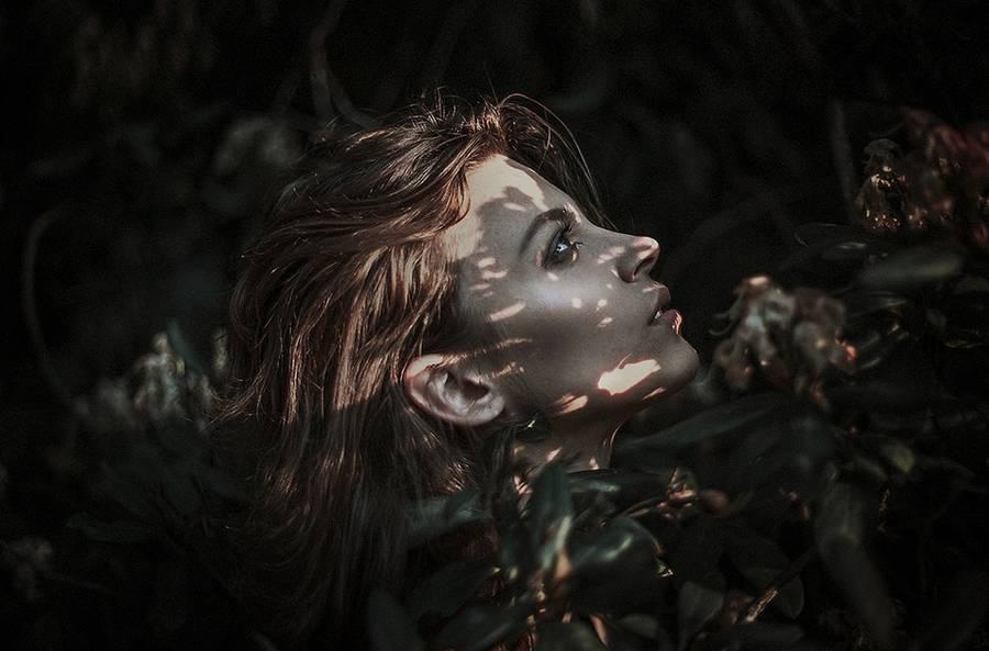 ritratti-fotografie-donne-eteree-ines-rehberger-20