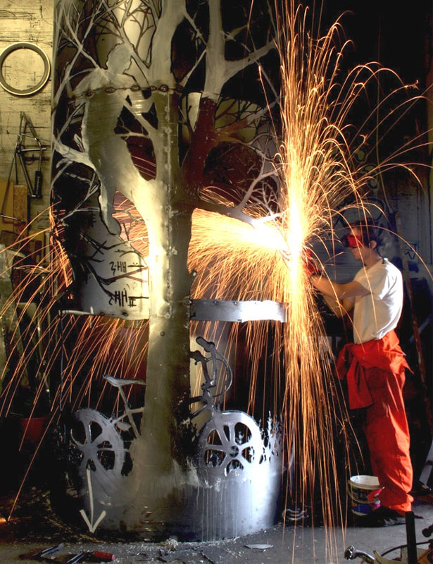 sculture-attrezzi-agricoli-seghe-riciclate-dan-rawlings-02