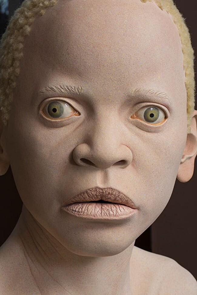 sculture-iperrealiste-bambini-albini-tanzania-tip-toland-4