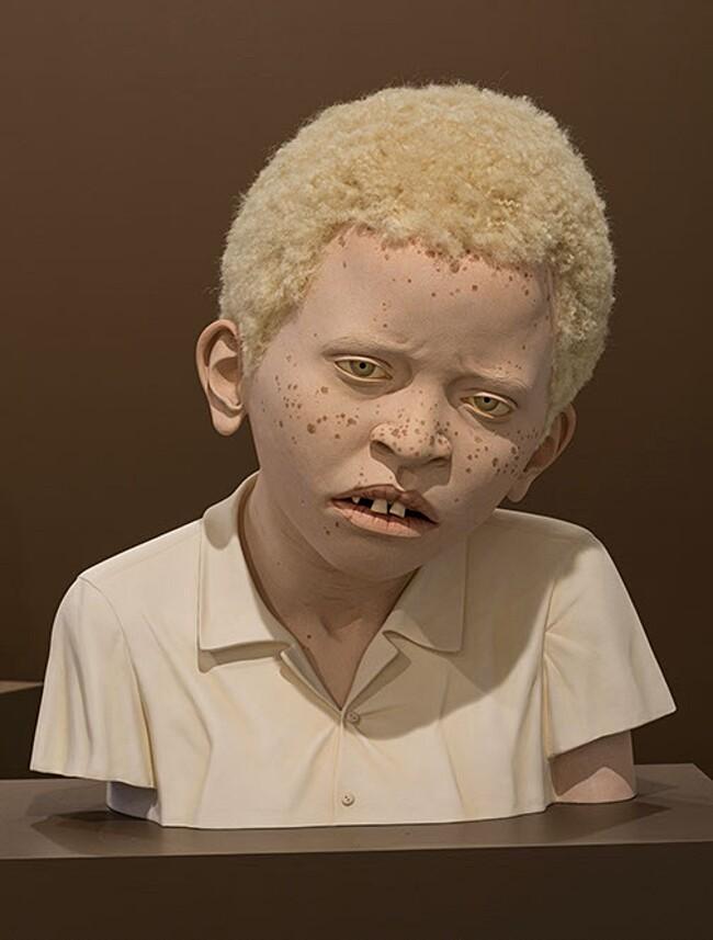 sculture-iperrealiste-bambini-albini-tanzania-tip-toland-8