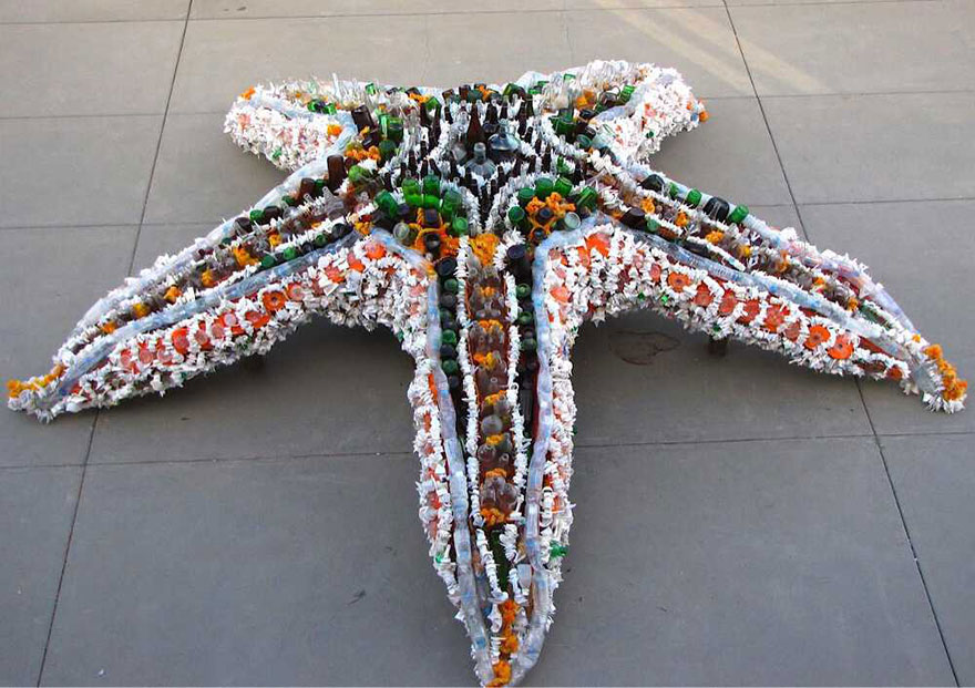 sculture-plastica-riciclata-rifiuti-spazzatura-spiagge-washed-ashore-01