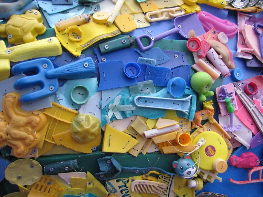 sculture-plastica-riciclata-rifiuti-spazzatura-spiagge-washed-ashore-04